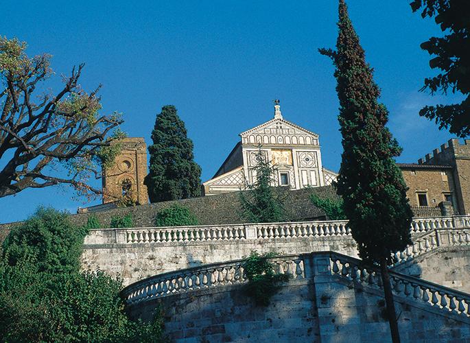 Lépcsők a San Miniato al Monte templommal